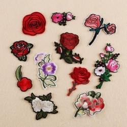 11PCS Rózsa Virágkészlet Hímzett varrott vasalat a javításokhoz Jelvényes kalap táska DIY szövetbevonat