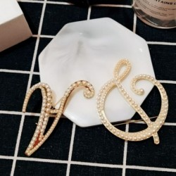 Divat gyönyörű angol betű A K D gyöngy bross öltöny ing gallér tű női ékszer kiegészítők